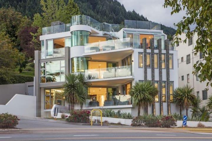Alpenglow - Q1 Apartments