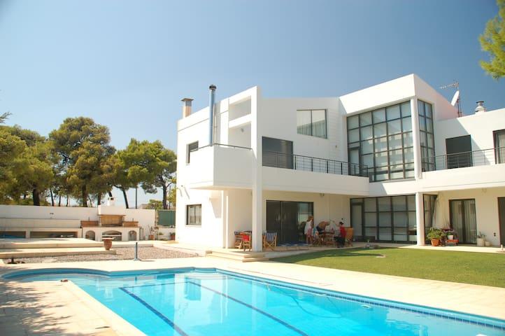 Villa in Rafina - Kallitechnoupoli - House