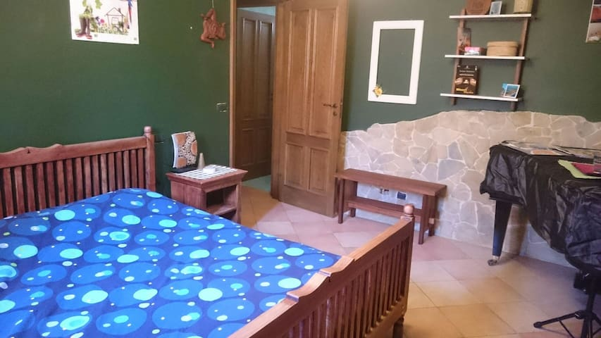Comoda camera con bagno adiacente