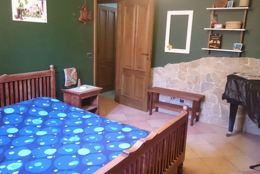 Comoda camera con bagno adiacente - case in affitto a Milazzo, Sicilia, Italia