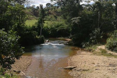 Sítio de lazer próximo de Olhos d´Água, Goiás - Corumbá de Goiás - 小木屋