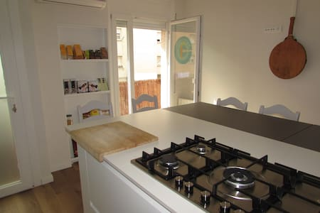 Double o single room: Girona, nothing is far away - Bed & Breakfast