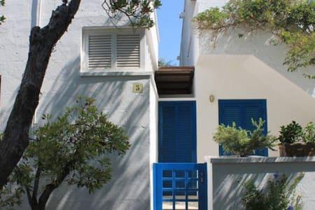 nella macchia mediterranea a due passi dal mare - Conca Specchiulla - Wohnung