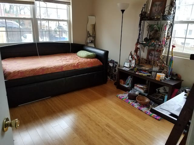Artsy/ Private Cozy Bedroom in Metro Accessible DC - 華盛頓 - 公寓
