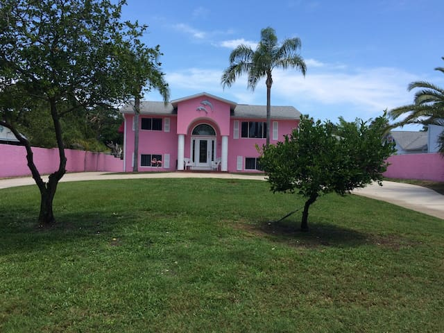 Pink house on the canal - Edgewater - Casa