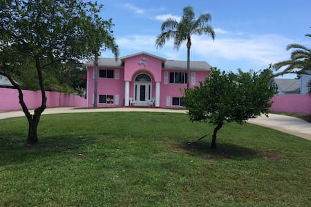 Pink house on the canal - Edgewater