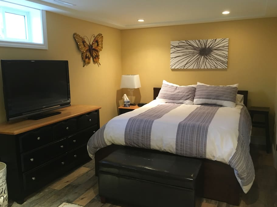 Privacy lock on Bedroom with Queen size bed. Chrome Cast TV also available in bedroom for anyone with Chrome Cast App.