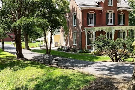 Durham Bucks County Private Carriage House
