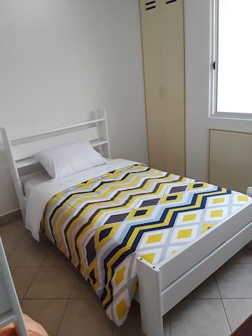 Dormitorio #3, one of the twin (1.5 plaza) camas.