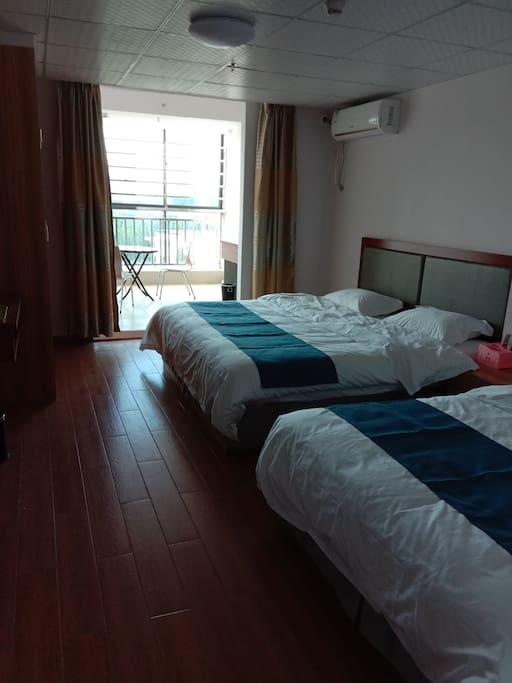 双人床卧室