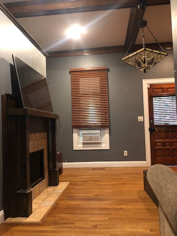 Prvte room in antique Cottage Home near Mass ave 1