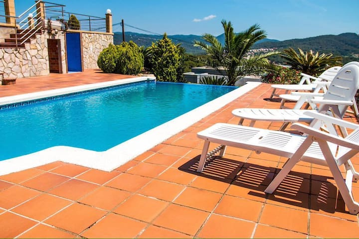 Fantastic villa just 6 minutes from the beach