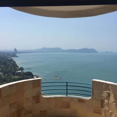 Ocean View Beachfront 106sqm 27th Floor Apartment - Tambon Na Chom Thian - Leilighet