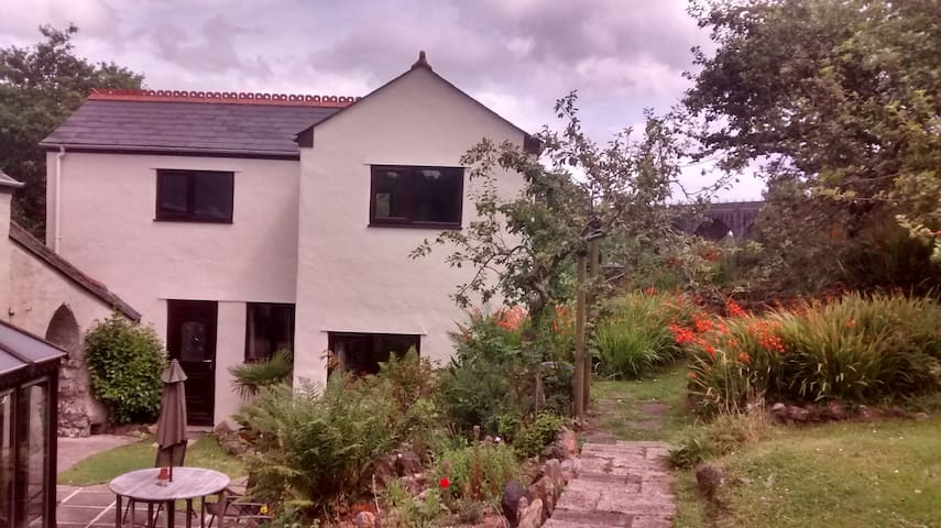 2 Storey Self Catering Annexe, Chacewater, Truro