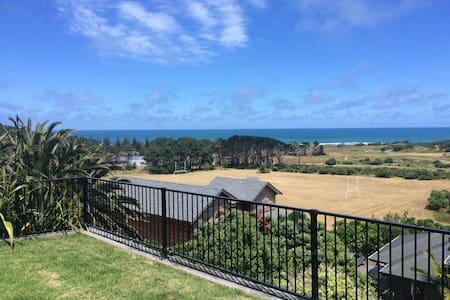 Stunning Muriwai Beach spacious haven - Muriwai