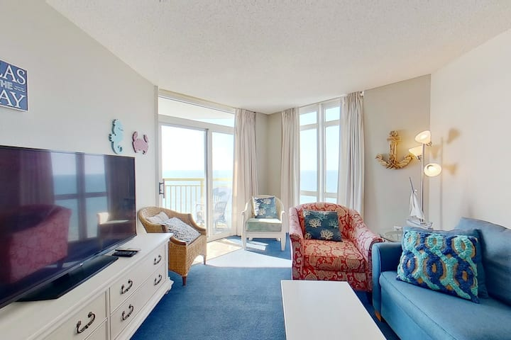 18th floor ocean view condo w/ shared hot tub, central AC, shared pool, WiFi