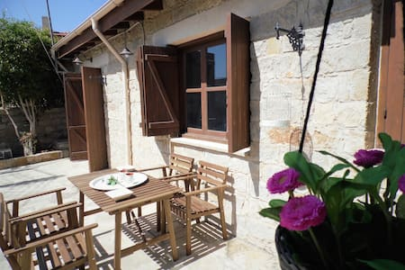 2b Boutique Cottage -Pyrgos village - House