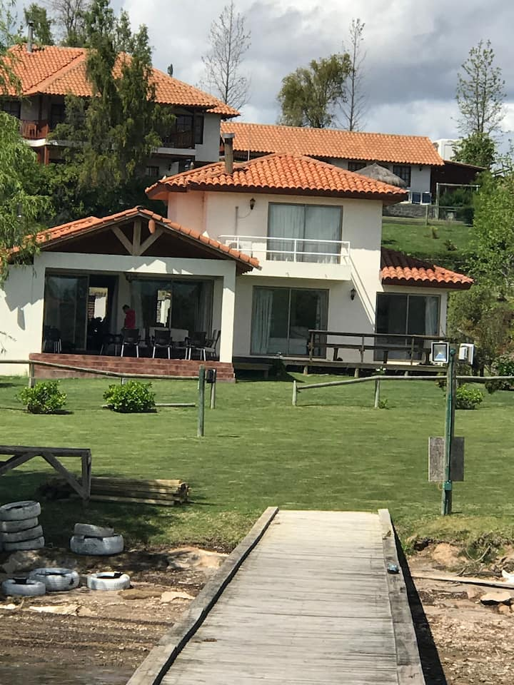 Casa Orilla Lago Rapel