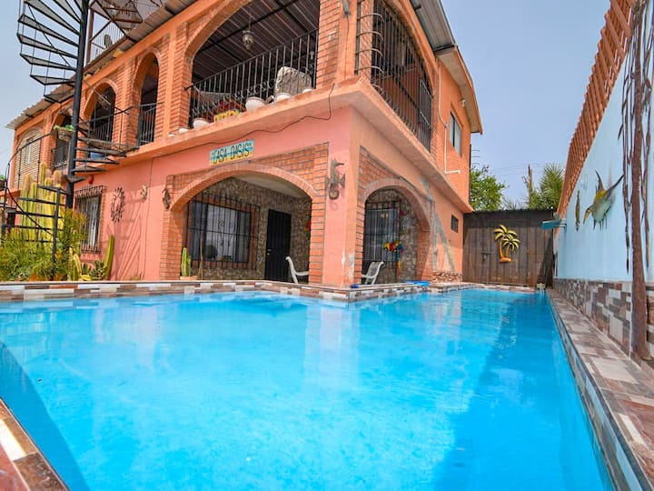 Huge Family? 5 bedroom sleeps 16 with private pool home!!