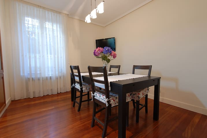 Apartamento en casa con jardín + parcela de garaje - Bilbao - Casa