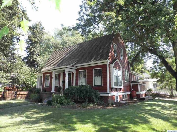 Craftsman Barn House