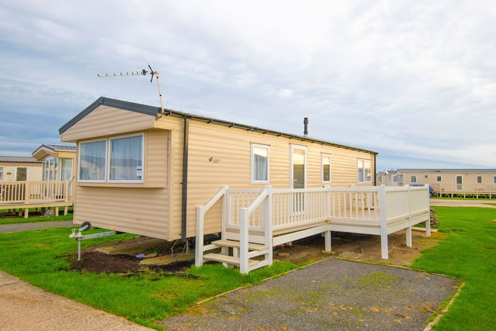 SP107 - Camber Sands Holiday Park - Sleeps 6 + 1 small dog - Close to the beach - Private Parking Space