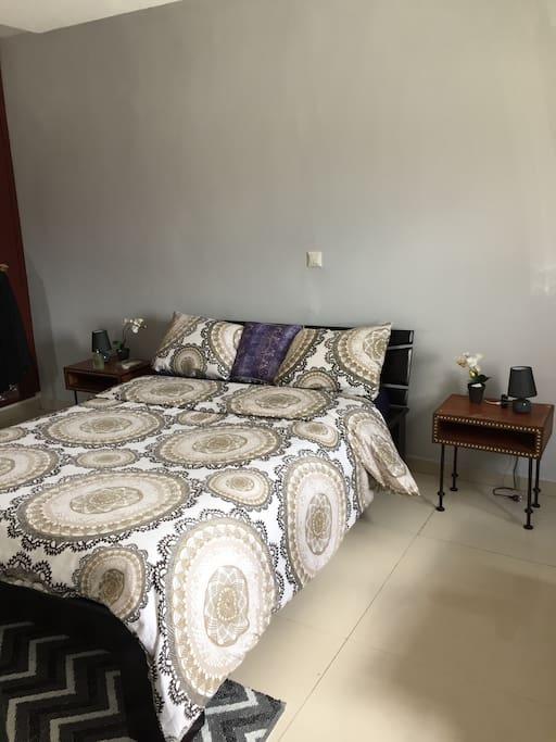 chambre spacieuse et lumineuse, climatisation neuve 1cv
