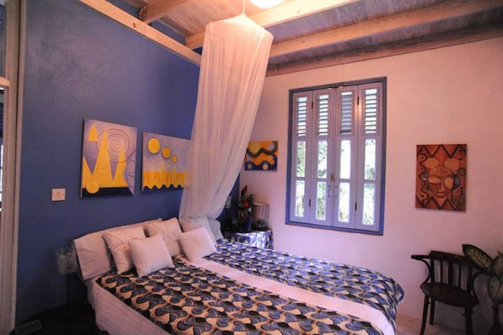 Blue Room in Gorgeous Harmony Villa - Pont Cassé - Bed & Breakfast