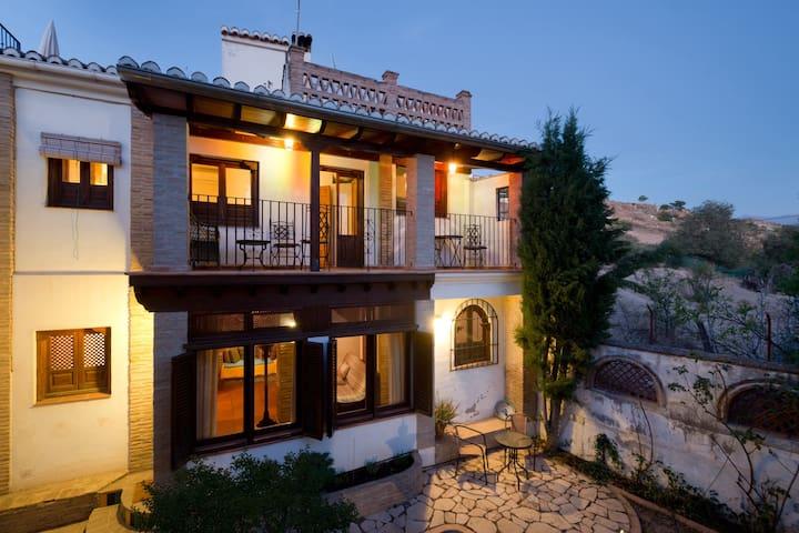Cozy House with Garden, Terrace, Sun