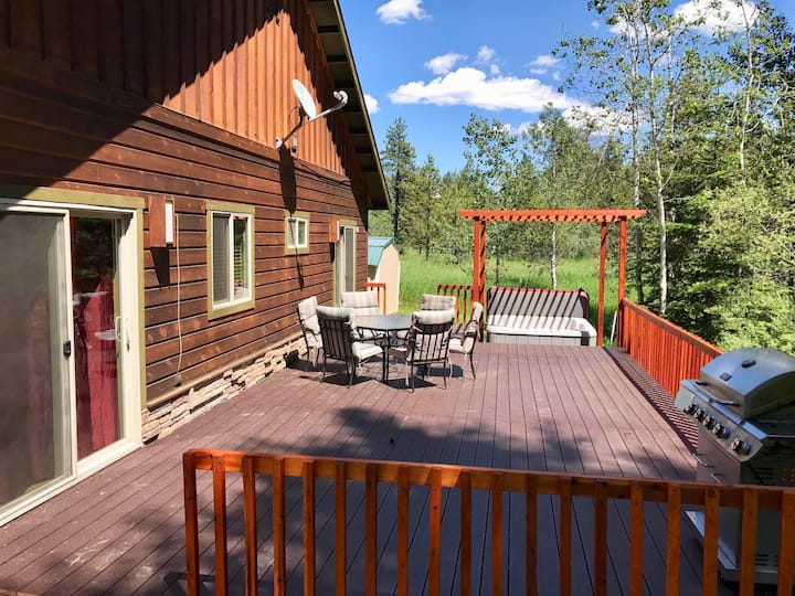 McCall Cabin with Ample Parking, Hot Tub, Trail Access, Near Food and Lake