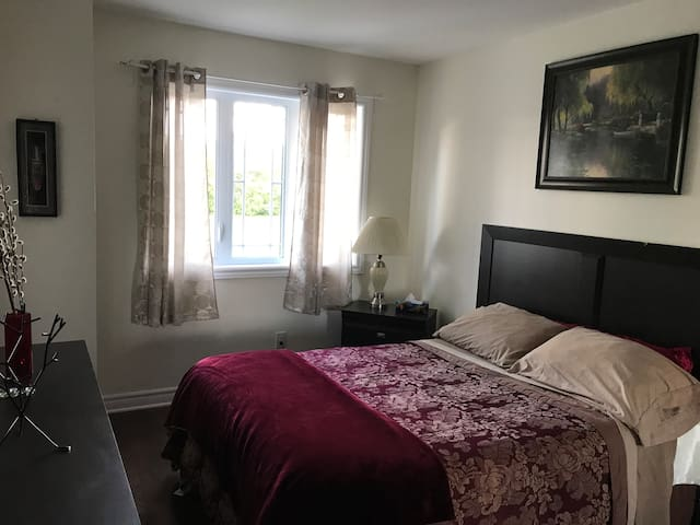 Beautiful, inexpensive room near Ottawa