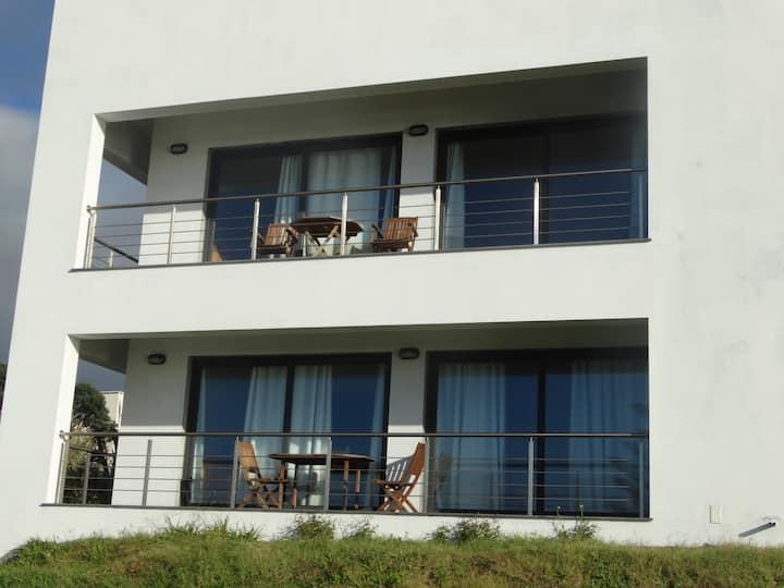 Velasmar E - Estúdio com varanda e vista de mar