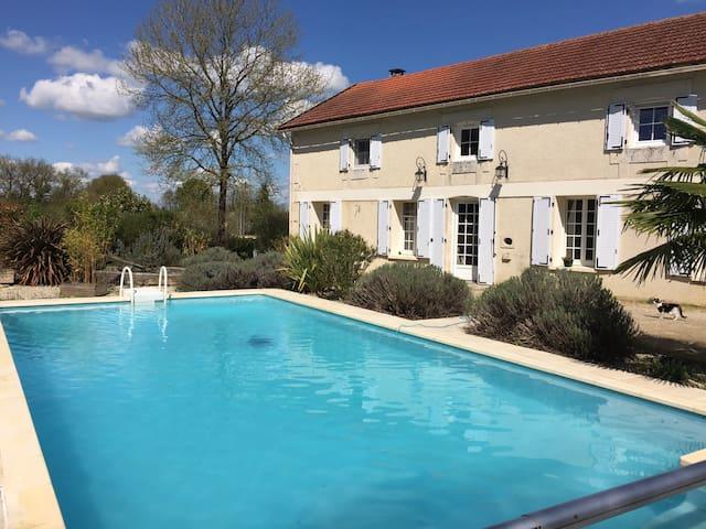 Le Logis et sa piscine - Celle-Lévescault