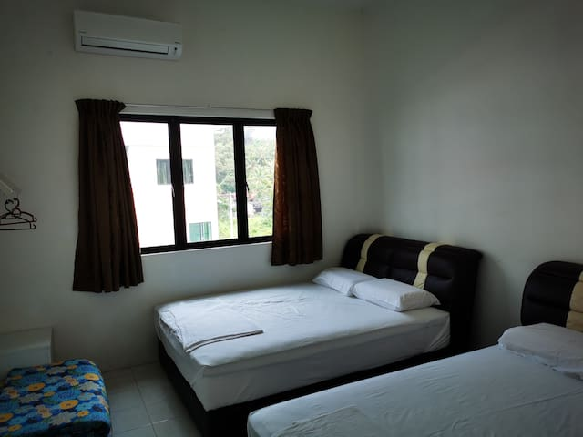 Room 2: Two queen beds with a/c