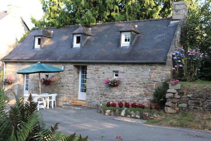 "Charmante maison bretonne, piscine,  ""Ty Bihan"""