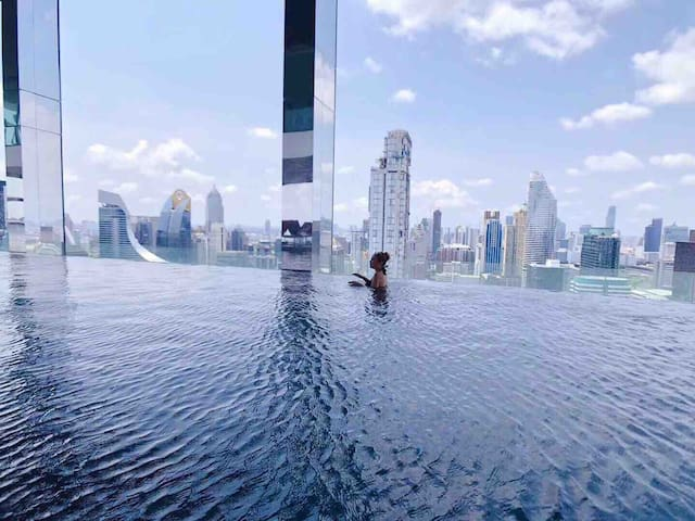360 sky infinity pool in the center of Bangkok 四面佛