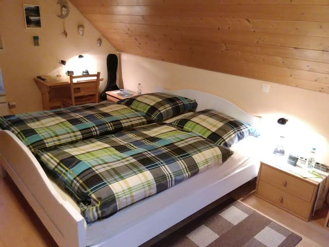 Zimmer mit Bad zwischen München und Allgäuer Alpen