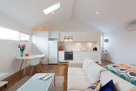 PRIVATE & CLOSE TO BEACH & TRAIN - Mosman Park - Pensió