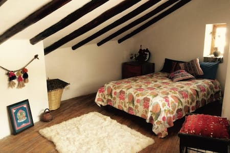 gorgeous spacious room with wooden rafters - Cusco - House - 1