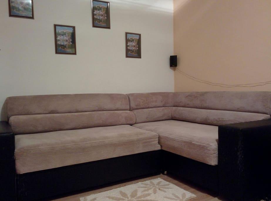 Угловой диван-кровать (140*200) с тонким ортопедическим матрасом