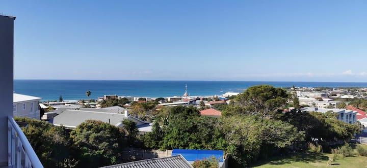 Best view in Jeffrey's Bay,  2 b/r, 2 b/room, unit