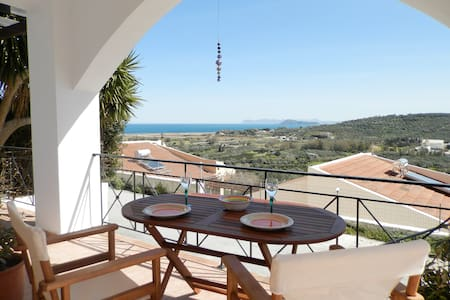 Villa Elmanda with pool,cool view,near the beach!