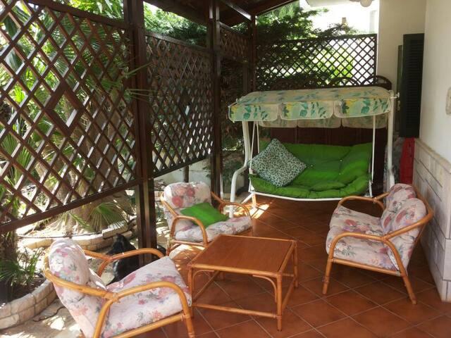 VILLA / RESIDENCE IN LOCALITÀ DI MARE - specchiolla - House