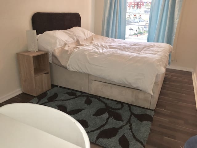 The Guineas Room  Central Newmarket - Newmarket - Apartament