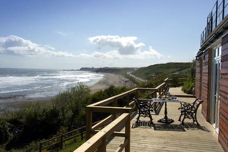 Seaview for two with a difference, private parking - Whitby