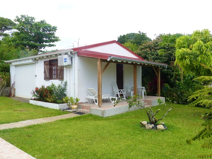 Studio in Capesterre Belle Eau, with enclosed garden and WiFi - 3 km from the beach