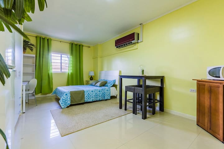 New 1 Bedroom Studio Close to Hotels & Beaches