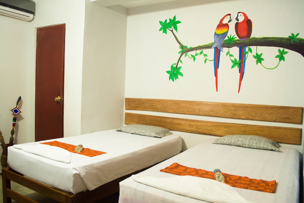 Comfortable mattress, private twin room with private bathroom / Confortable colchón, habitación privada con baño privado