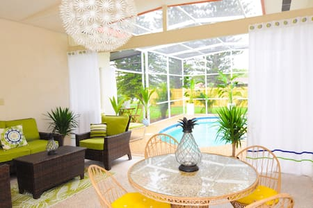 NEW! Siesta Surf Shack w/pool -Walk to the beach! - Sarasota - Apartament