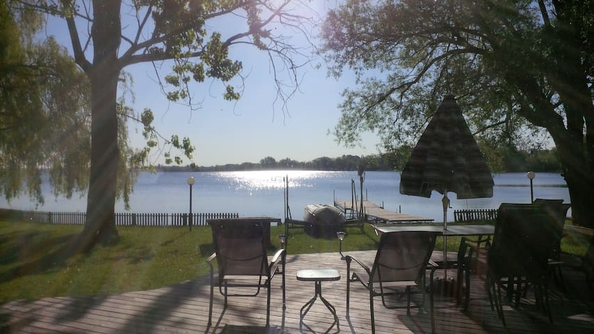 Luxurious Waterfront Lakehouse - Consecon - Hytte